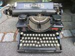 Typewriter แบบ Typebar คือก้านตีลงไป